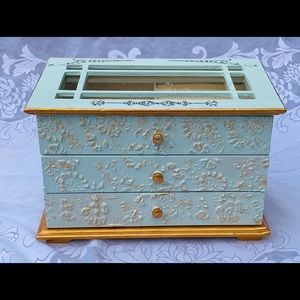 Elegant Vintage Wooden Jewelry Box